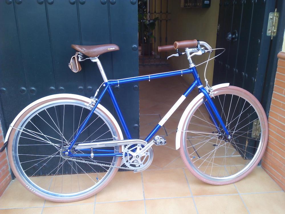 Montaje clásico azul metalizado y crema