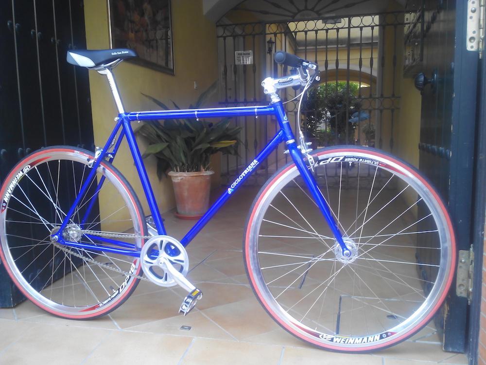 Single speed azul, plata y rojo