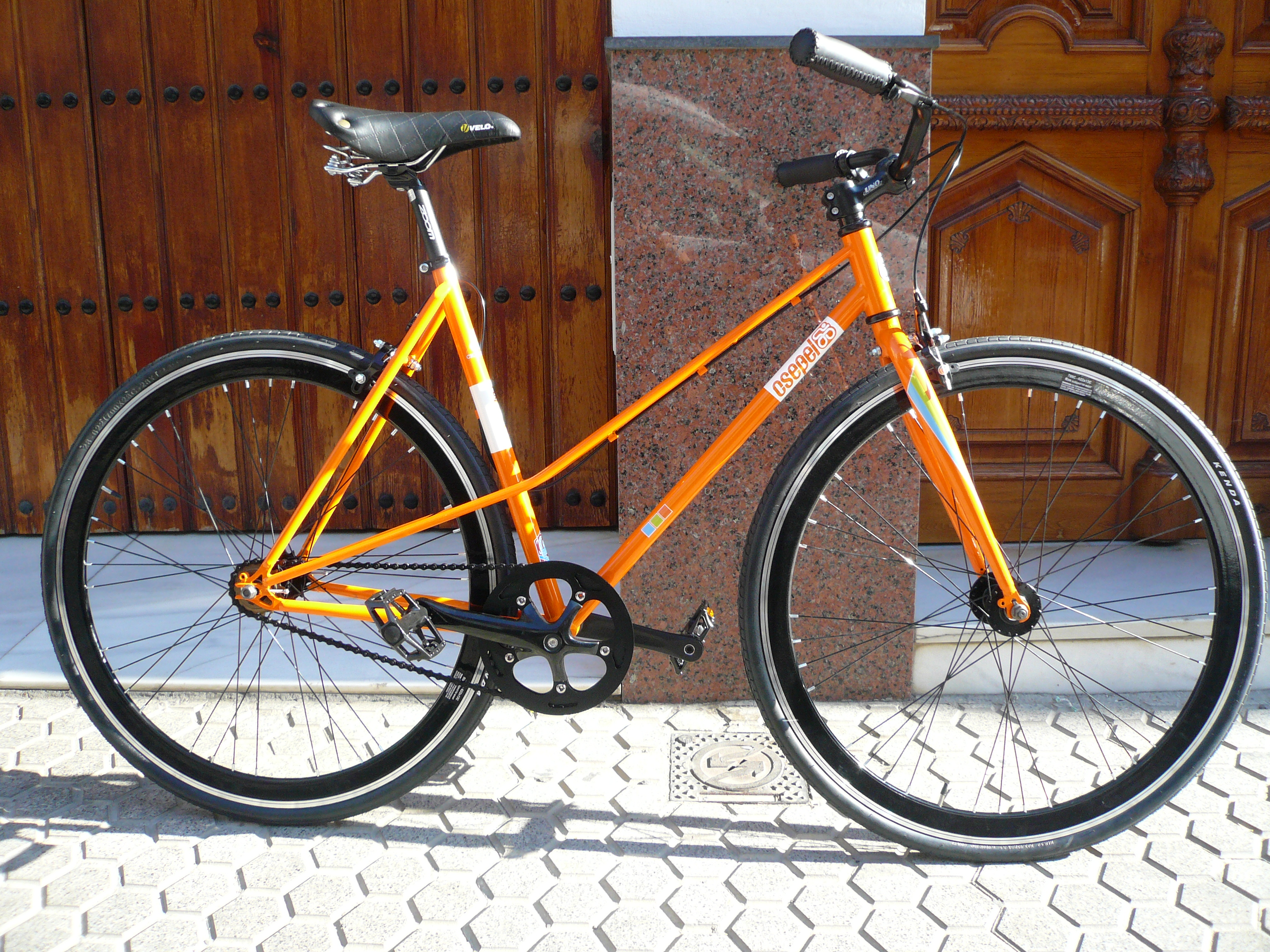 Single Speed Paseo Tipo Gacela Naranja y negra