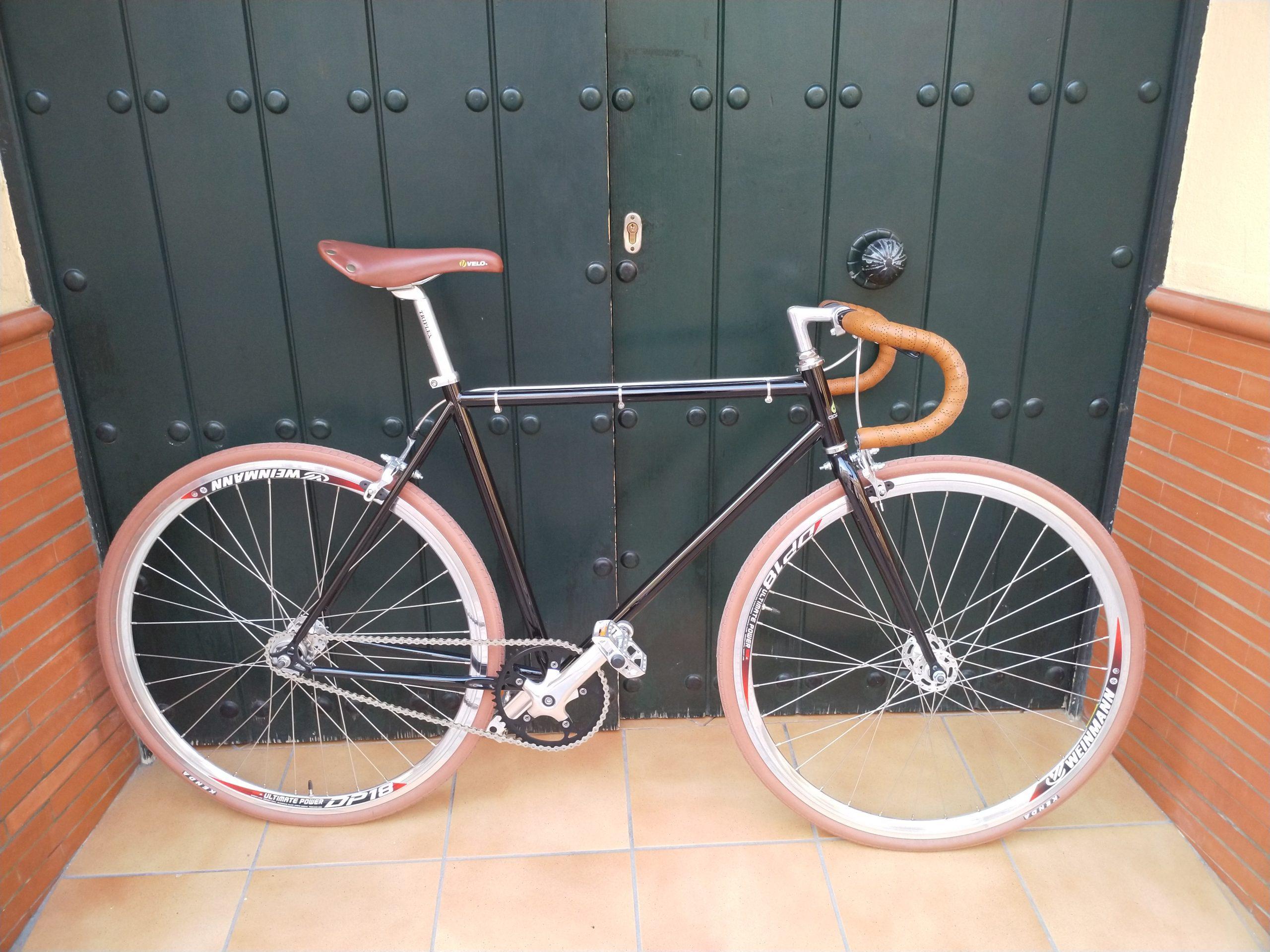 Single-speed negra, alu pulido y marrón crt