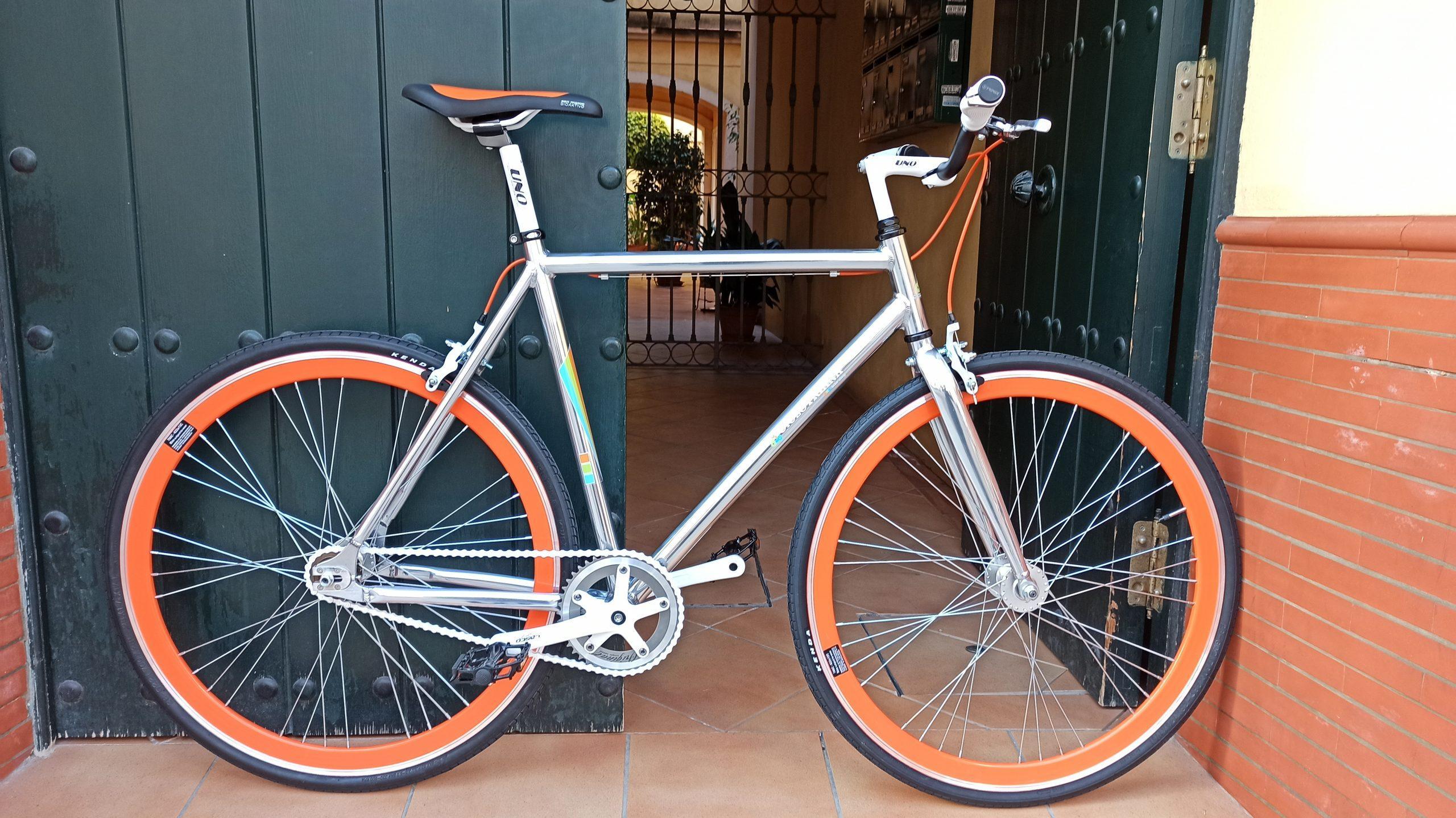 Montaje Single Speed Aluminio pulido, blanco y naranja